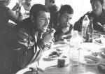 Pranzo in una tenda durante il terremoto dell'Irpinia